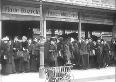 Wien_1920_still_Naschmarkt_Schlange_3